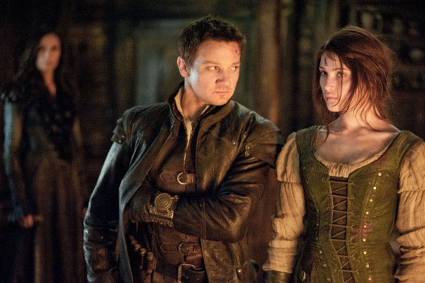 hansel-and-gretel-witch-hunters-jeremy-renner-gemma-arterton1-600x399